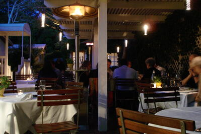 How to create elegant outdoor restaurant lighting mozeypictures Image collections