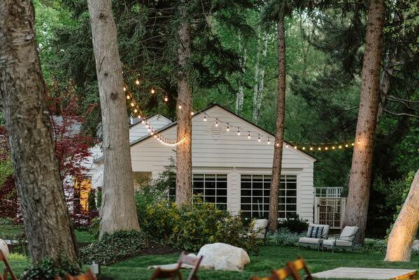 outdoor-wedding-lights