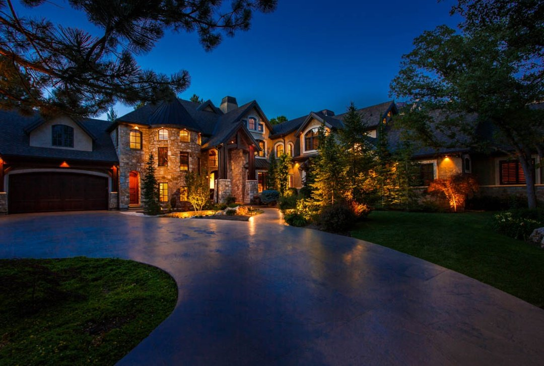 outdoor-residential-lighting-home-curb-appeal-1