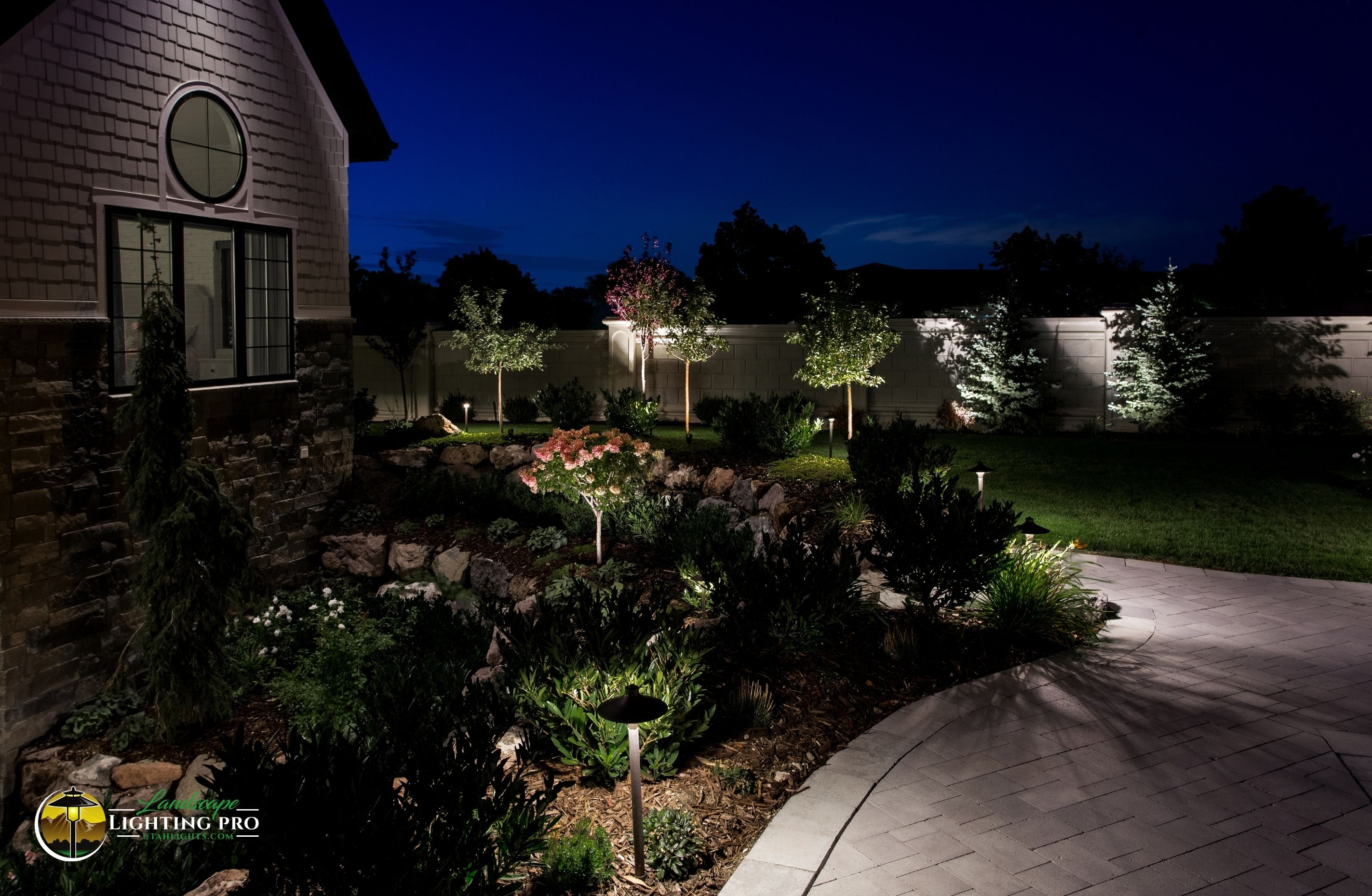 outdoor-lighting-system-pathway
