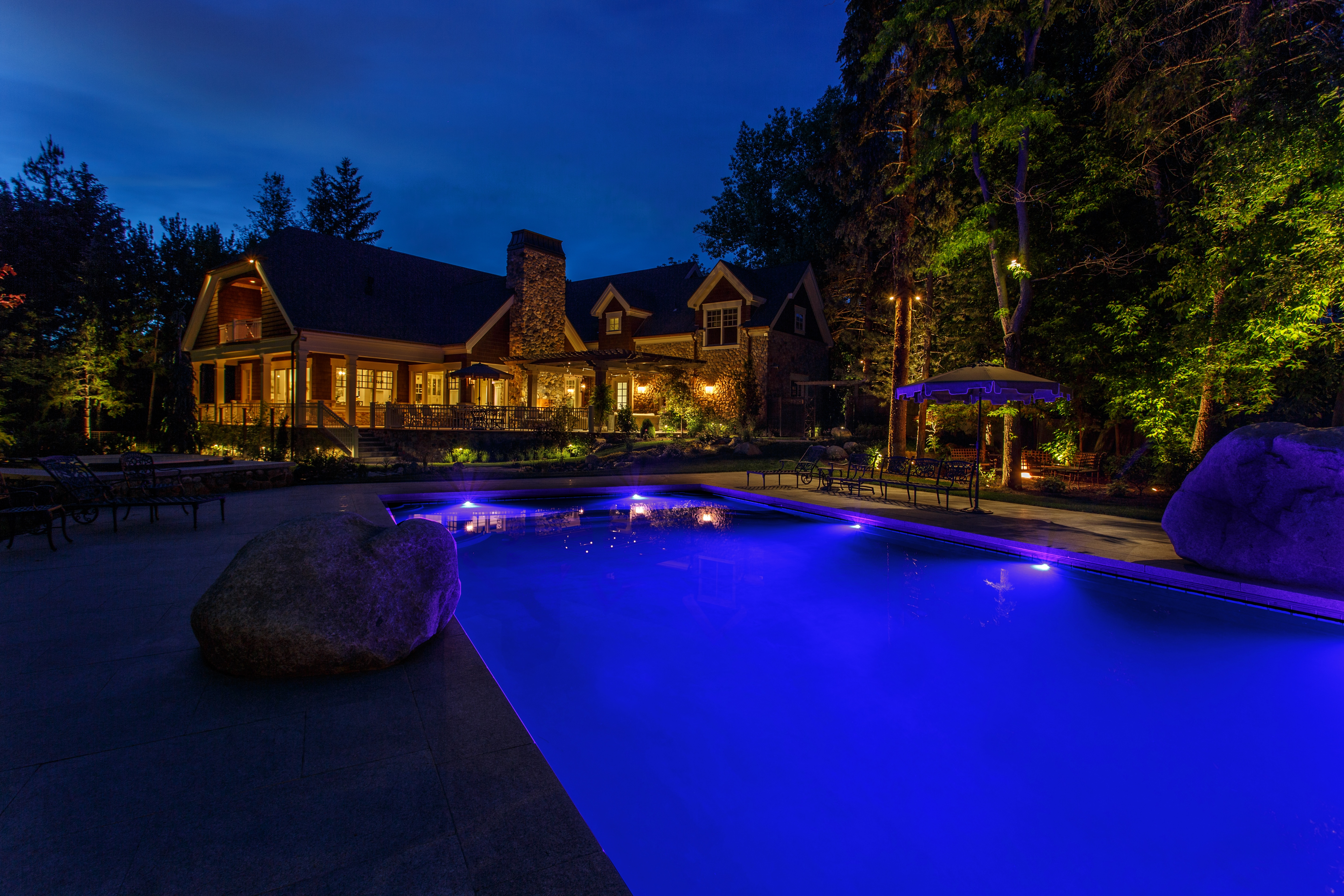 Enhancing Outdoor Living Es After Dark With Beautiful