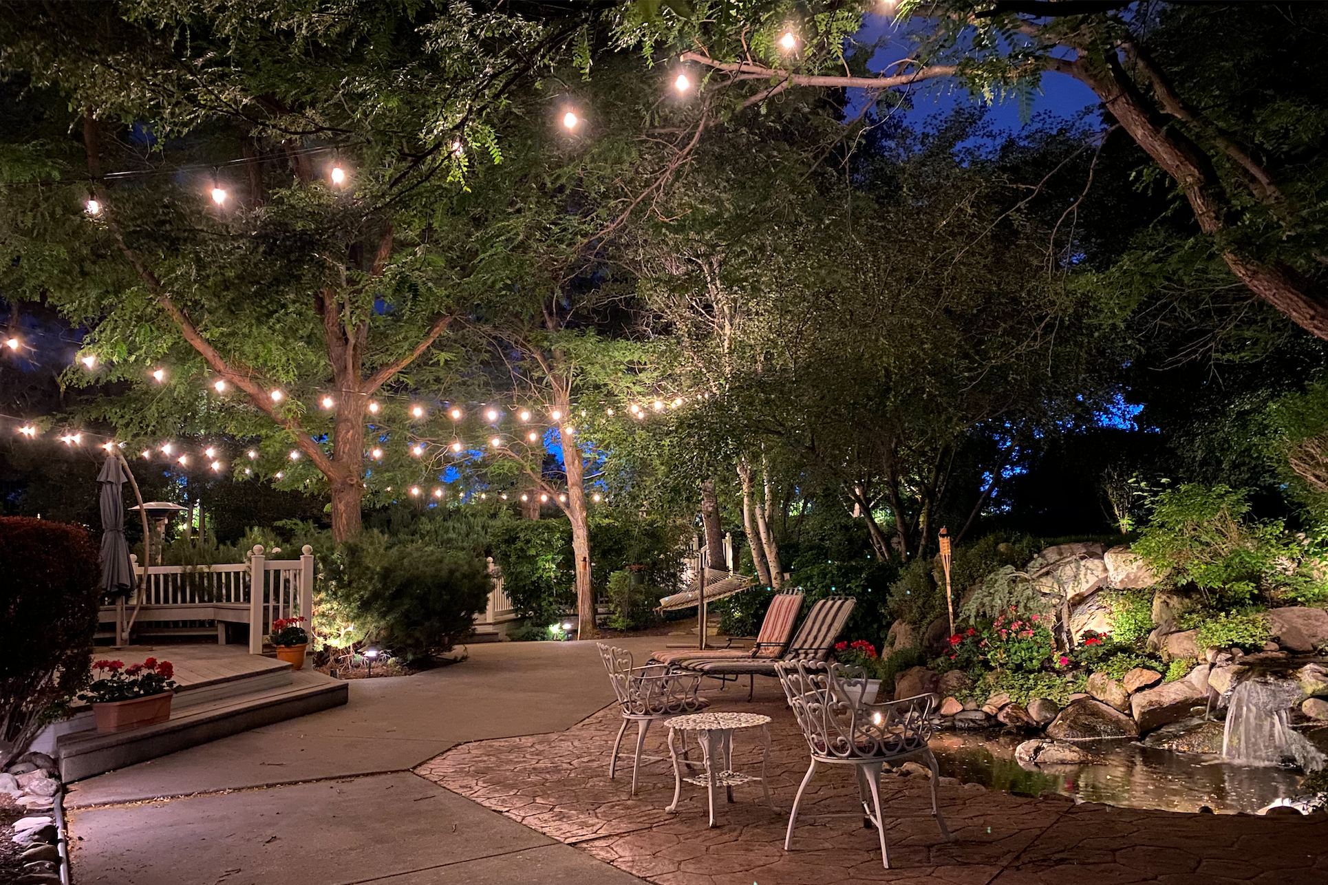 bistro-lighting-outdoor-living-space