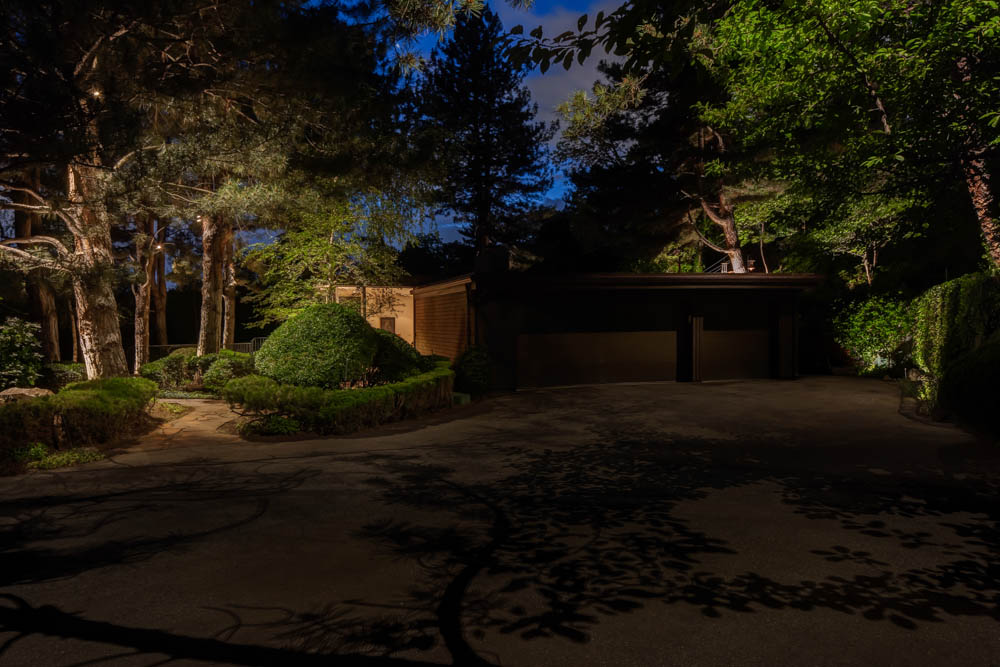 Downlighting vs uplighting when do you need each in your for Driveway landscape lighting
